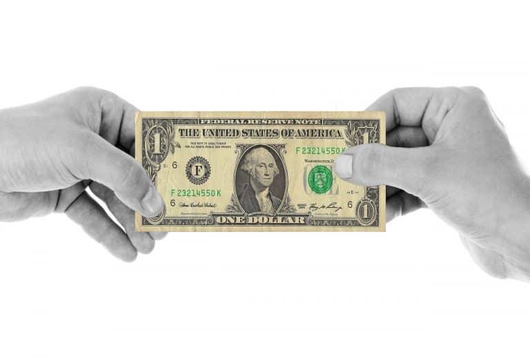 כסף מחליף ידיים