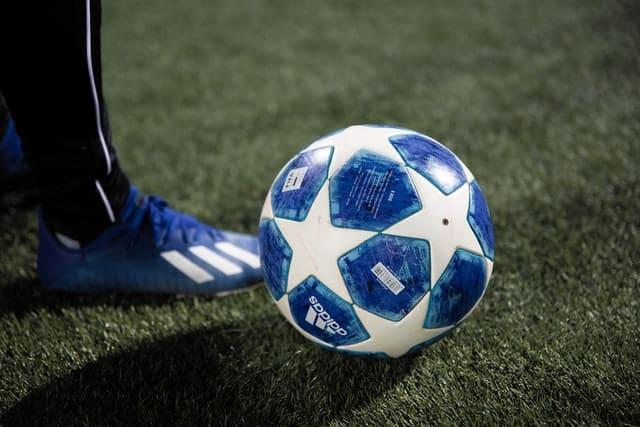 אימון עם כדור לפני משחק - אילוסטרציה